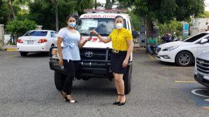 El Servicio Regional de Salud Metropolitano entrega ambulancia al Hospital Local el Almirante.