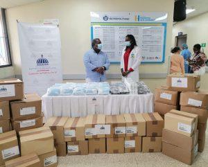 Gabinete de Política Social de la Presidencia hace donativo a Hospital El Almirante